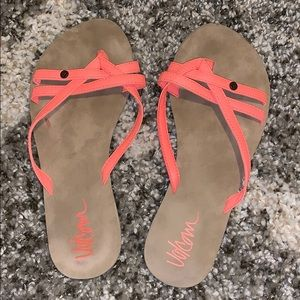 Great condition volcom sandals
